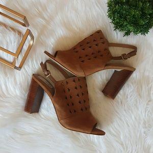NEW Tahari Marvel heeled sandal